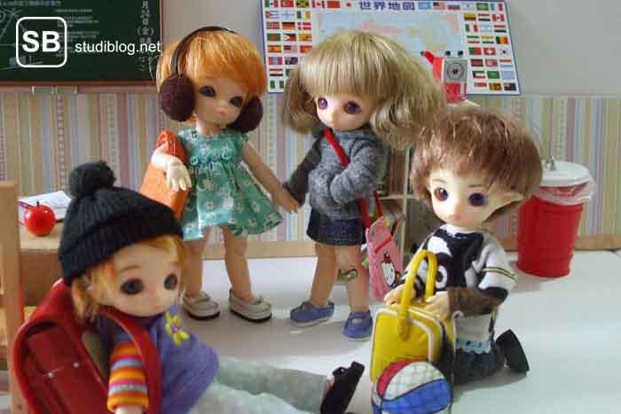 Sozialverhalten im Lehramtsstudium - Klassenzimmer mit Puppen dekoriert