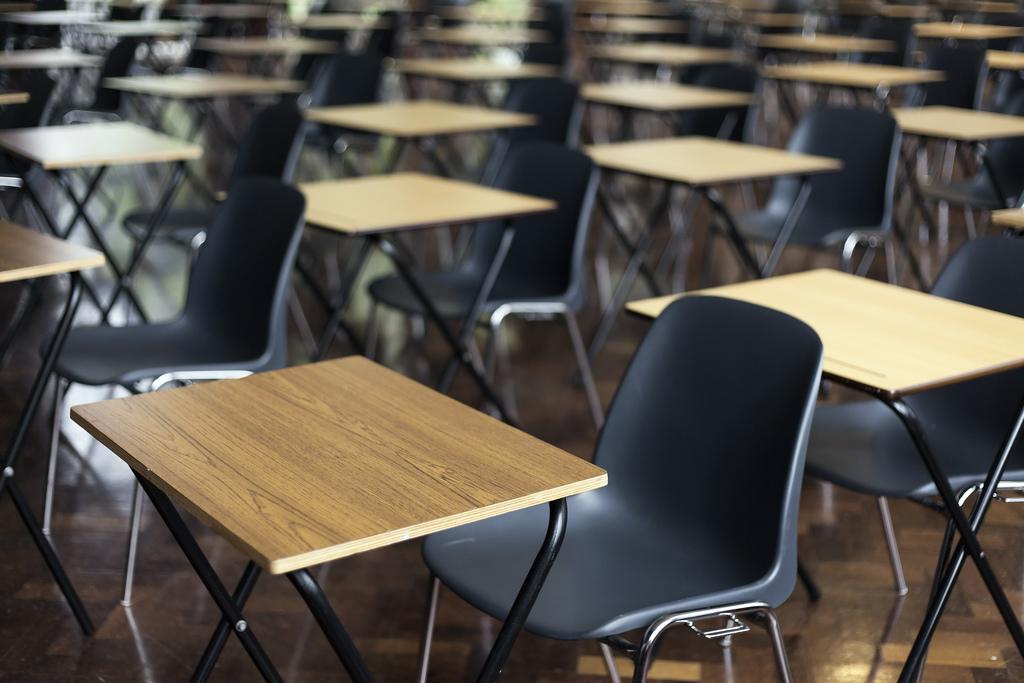 Staatsexamen - Stühle stehen bereit