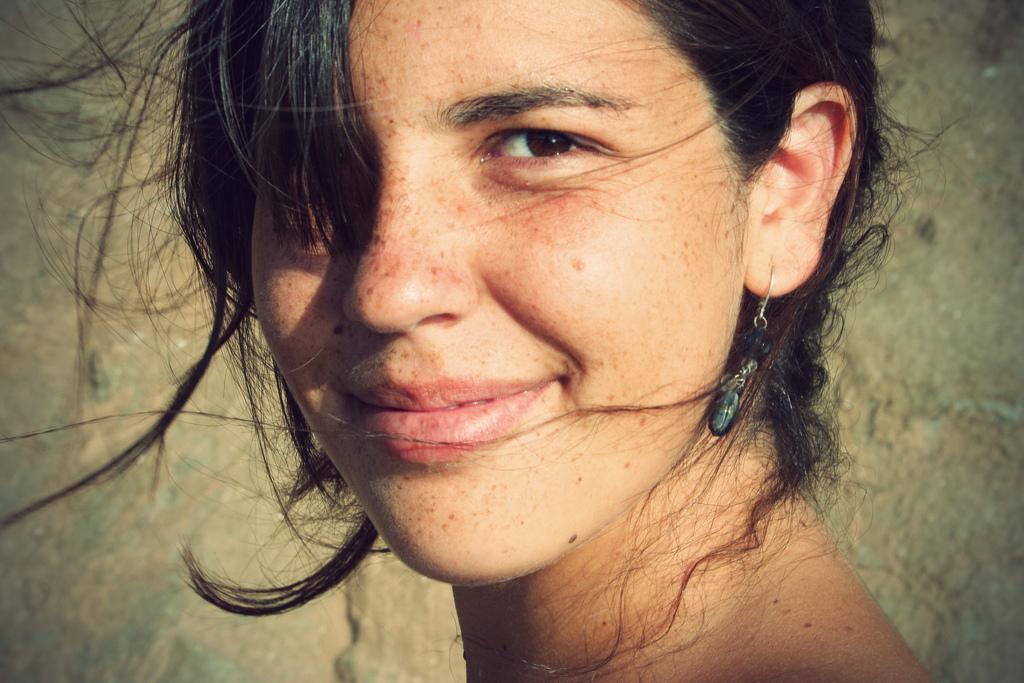 Gesicht einer optimistischen Studentin zum Thema Vorsätze und Ziele