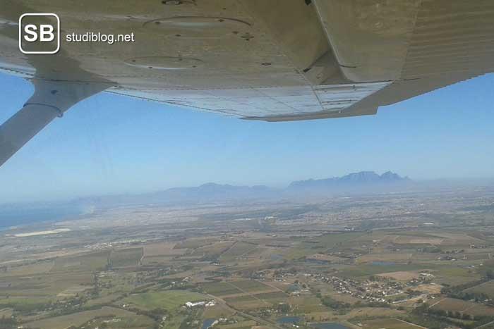 Bild aus dem Flugzeug auf der Reise nach Südafrika