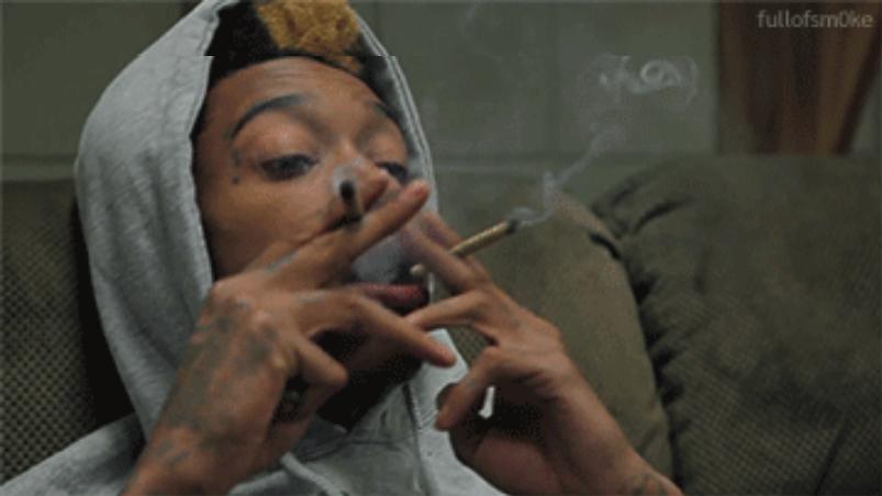 Kettenraucher mit mehreren Zigaretten gleichzeitig im Mund - Lügen die man seinem Arzt gegnüber ausspricht