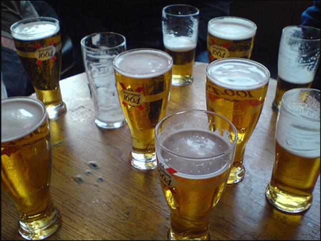 Orientierungswoche: Einige Gläser Bier stehen auf dem Tisch