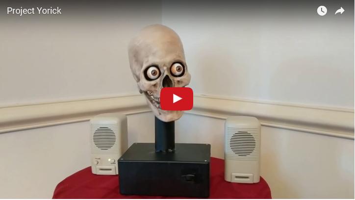 Titelbild zum Video in dem Alex von Amazon in Form eines Totenkopfs antwortet