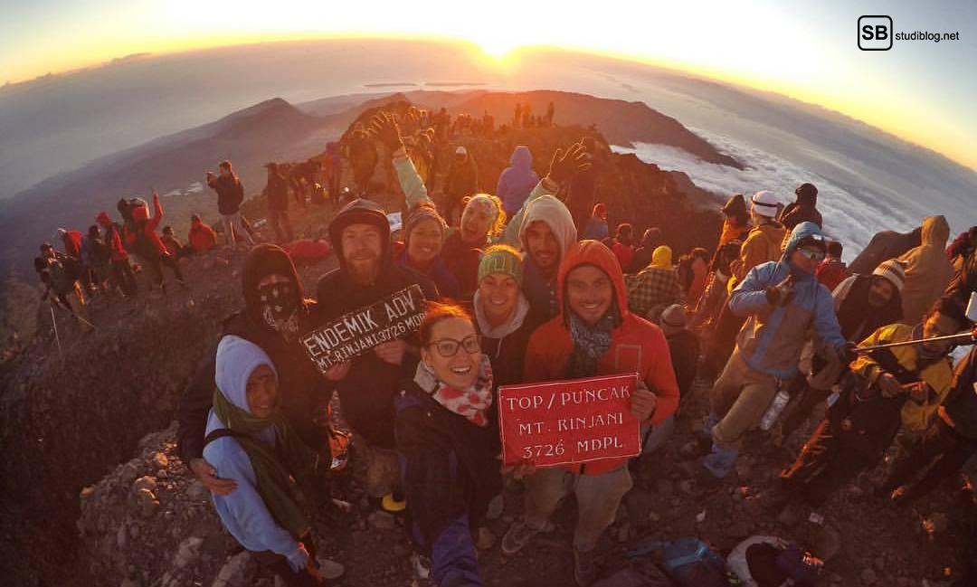 Die Gruppe und ich auf dem Gipfel des Rinjani