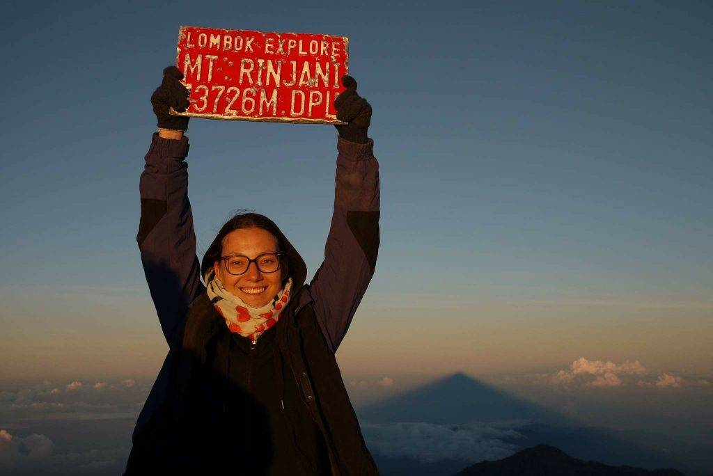 Auf dem Gipfel des Rinjani bei Sonnenaufgang