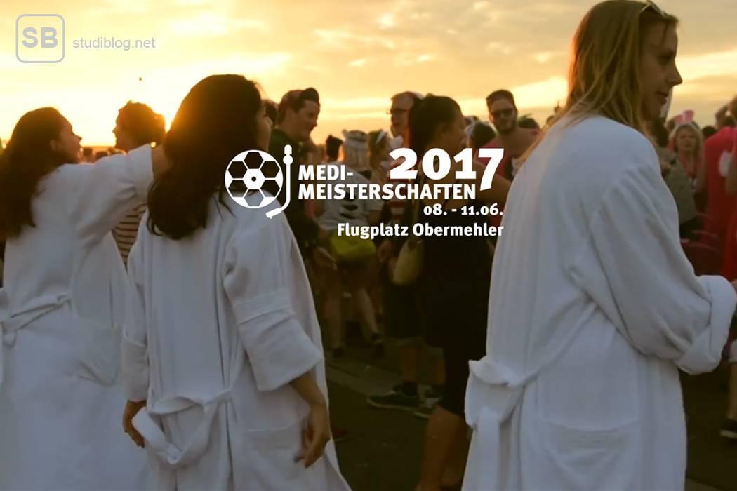 Die Medimeisterschaften: Das Festival für die Medizinstudenten, welche teilweise in weißen Kitteln tanzen.