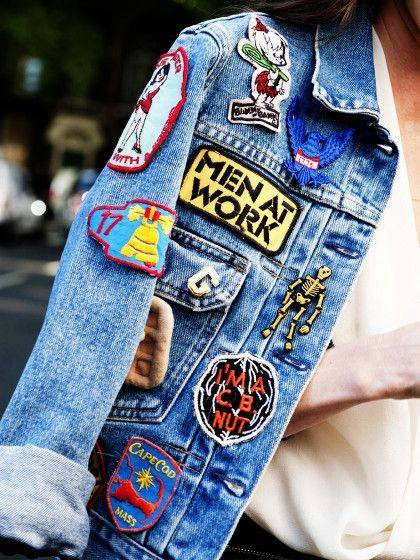 Trends der 90er: Jeans-Jacke mit Patches