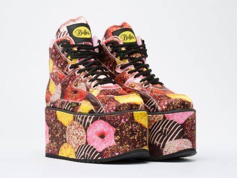 90er Trend heute: Buffalo Plateau Sneaker mit Donuts