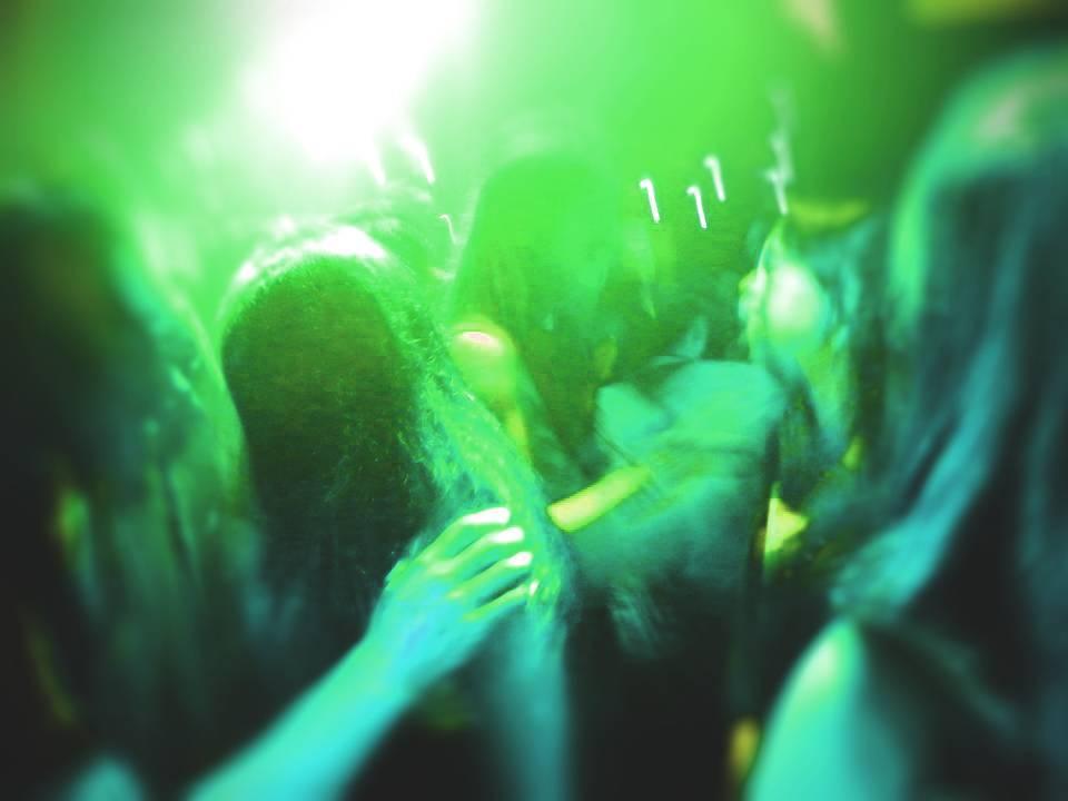 Unvernünftig sein: Im Club tanzen, als würde niemand zusehen
