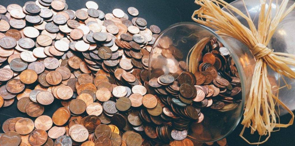 Semesterferien nutzen, um Geld zu verdienen: Kleingeld wurde aus einem Glasbehälter ausgeleert