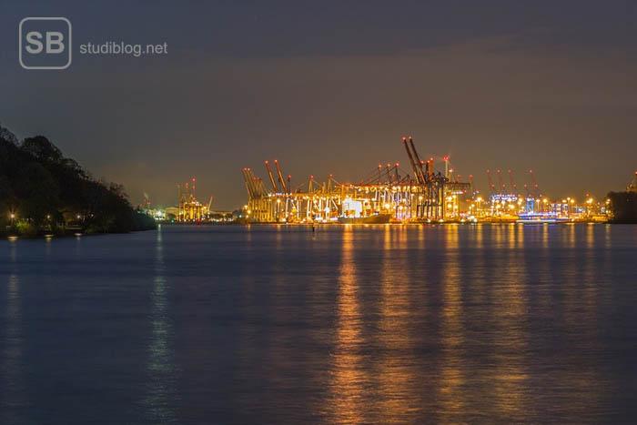Romantische Ansicht bei der des Hamburger Hafenbeckens zum Thema richtiges Abschalten
