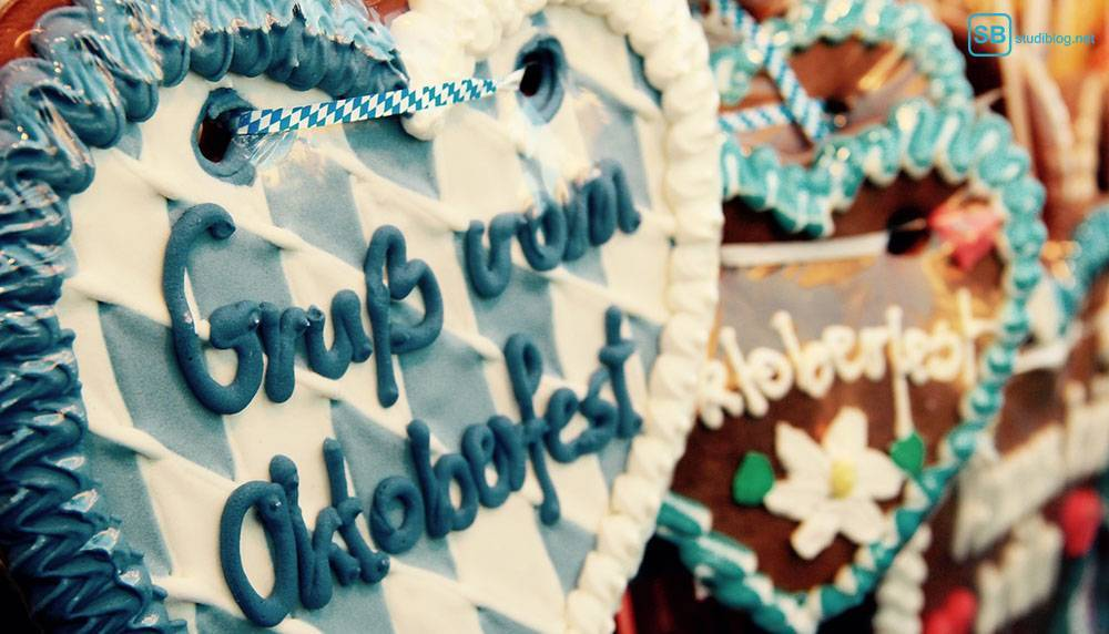 Lebkuchenherz mit der Aufschrift: Gruß vom Oktoberfest