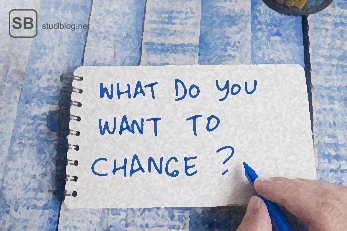 gute vorsätze fürs neue jahr, mit der frage what do you want to change auf einem zettel