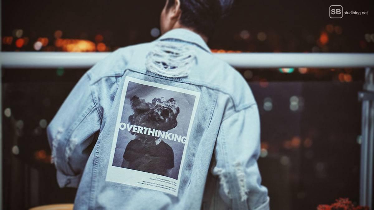 Nicht denken, machen! Jeansjacke mit Overthinking-Aufkleber