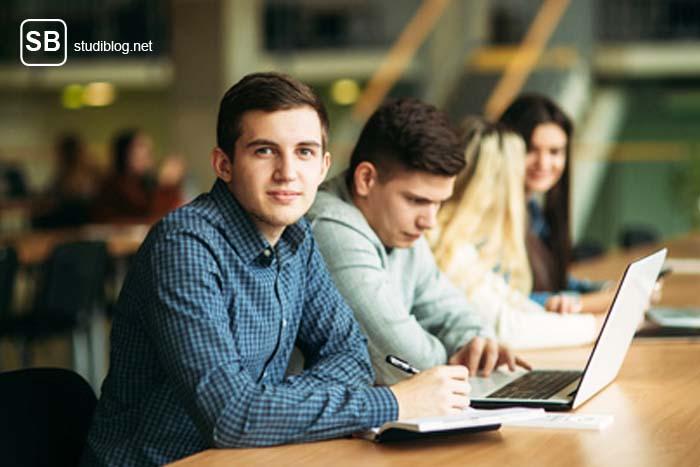 personenorientierter Lerntyp - Lerngruppe in einer Bibliothek