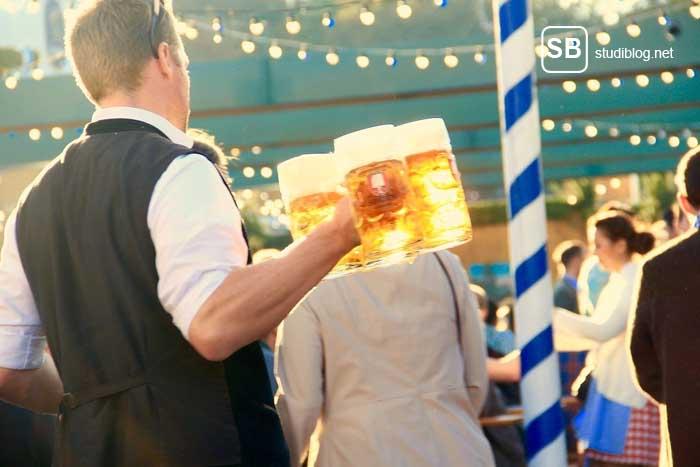 Bedienung am Oktoberfest zum Thema Bier um jeden Peis auf der Wies`n ?
