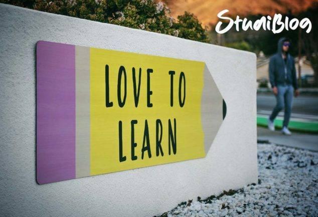 """Schild an der Wand auf dem dem """"love to learn"""" steht - Studieren oder eine Ausbildung machen nach der Schule?"""