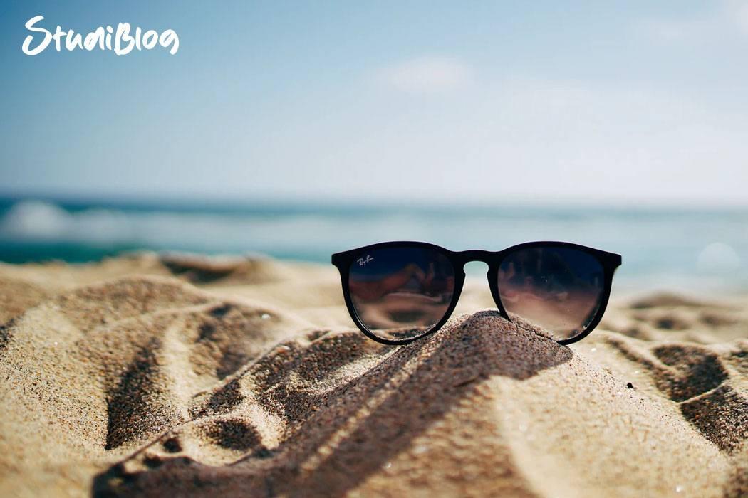 Urlaub im Kopf - Sonnenbrille am Strand
