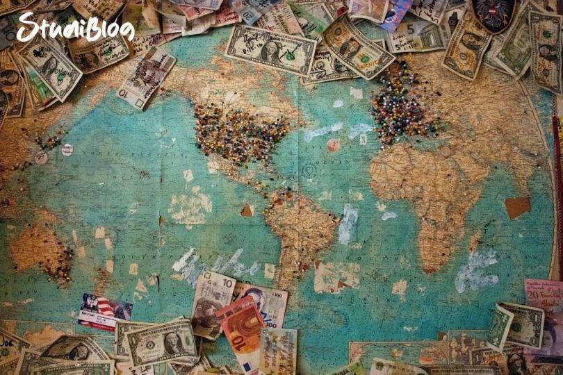 Reisen ohne Geld Landkarte mit Geldscheinen